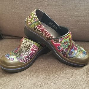 Dansko Vegan Coated Canvas Paisley Clogs Sz 37